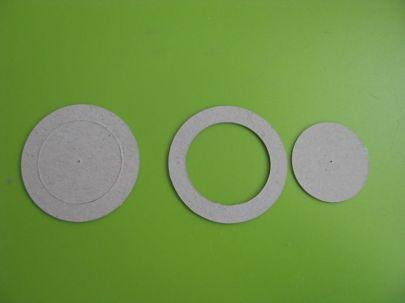 na początek wycinamy 5 pierścieni z kartonu 0,7mm