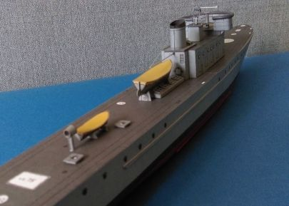 Ciekawe do czego służyła ta tuba za mniejszą łodzią ratunkową?