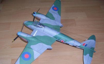 Angielski samolot myśliwsko-bombowy Mosquito Mk. VI FB