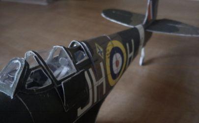 Angielski samolot myśliwski Spitfire Mk VB