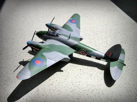 Angielski samolot myśliwsko-bombowy Mosquito Mk V