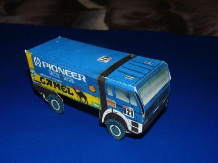 Ciężarówka z rajdu Paryż -Dakar i Wóz transmisyjny telewizji