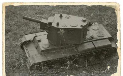 KW-2 z wieżą MT-1