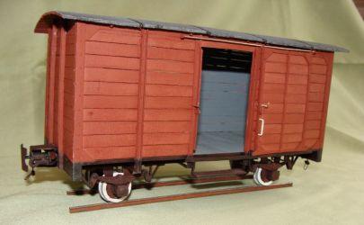 Dwuosiowy kryty wagon wąskotorowy 1/25  model własny