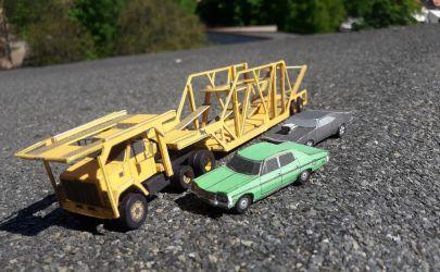 Amerykański zestaw do przewozu Samochodów GMC Brigadier + Delavan MDL 2500 skala 1:100