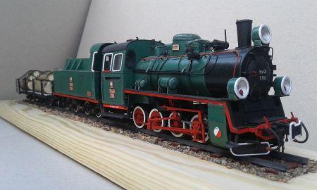 Polski Parowóz wąskotorowy Px48 z platformą 4-osiową