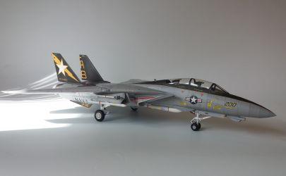 F -14 Tomcat