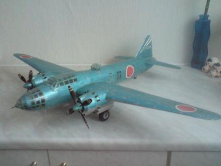 Japoński samolot Betty z pilotowaną bombą