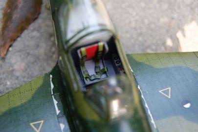 Pasy są, uzbrojenie jest, silnik też - no to radziecki pilot nie ma co narzekać!