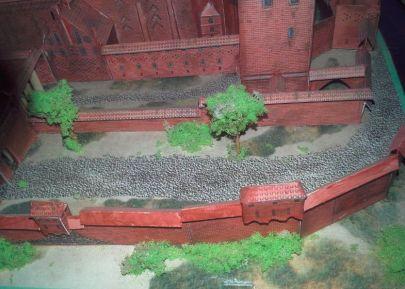 Mur niski z drzewostanem mojego zasadzenia :-)