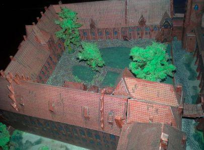 dziedziniec zamku niskiego