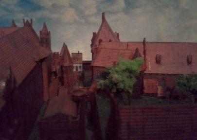 Widok z okna gdaniska na zamek niski