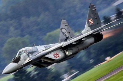 MiG-29 nr. 105 z 23 Bazy Lotnictwa Taktycznego z portretami Meriana C. Cooper'a na statecznikach (2016 rok)