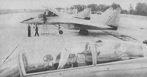MiG-29UB nr.15 - 1PLM ,,Warszawa'' - 1989 rok...