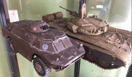 W gablocie porównanie do T 72