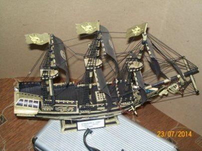 Statek piracki buduje dla znajomych daje w prezencie :) sam projektuje i buduje wszystko od podstaw